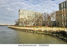 View of Roosevelt Island between Manhattan and Queens, New York.