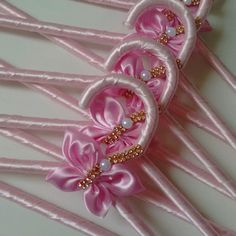 Diy Home Crafts, Diy Arts And Crafts, Diy Crafts To Sell, Wedding Gift Wrapping, Wedding Gifts, Mermaid Room Decor, Wedding Dress Hanger, Hand Embroidery Tutorial, Bottle Cap Crafts