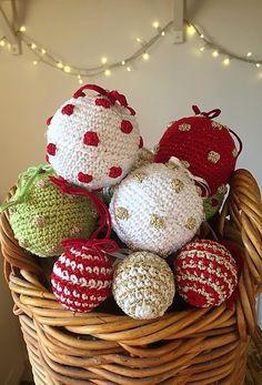 Crochet Club: Mix & Match Christmas baubles!