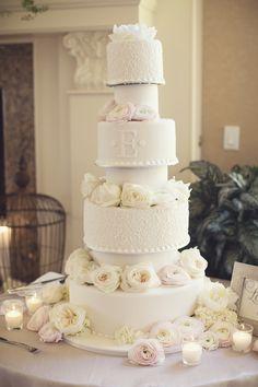 Romantic wedding cake idea; photo: Vanessa Joy Photography