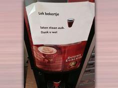 Het is weer eens iets anders: geen muizen in de koffieautomaat, maar alleen maar lekke bekertjes   Bron: website 'Signalering Onjuist Spatiegebruik' -  http://www.spatiegebruik.nl/