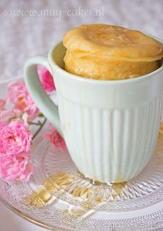 Yoghurt honing mug cake Mug Recipes, Delicious Cake Recipes, Pear Recipes, Yummy Cakes, Sweet Recipes, Yummy Food, Cupcake Mug, Cupcake Cakes, Pear And Almond Cake