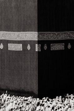 The Kaaba, Mecca, Saudi Arabia. Mecca Masjid, Masjid Al Haram, Mecca Wallpaper, Islamic Wallpaper, Mekkah, Beautiful Mosques, Islamic Art Calligraphy, Islamic Architecture, Madina