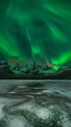 How To Successfully Photograph Northern Lights - What is the Aurora Borealis? Beautiful Sky, Beautiful World, Beautiful Places, Northen Lights, Natural Phenomena, Science And Nature, Belle Photo, Night Skies, Nature Photography