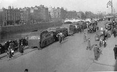 Aston Quay, Dublin. Ireland 1916, Dublin Ireland, Ireland Travel, Dublin Street, Dublin City, Old Pictures, Old Photos, Ireland Homes, Al Capone