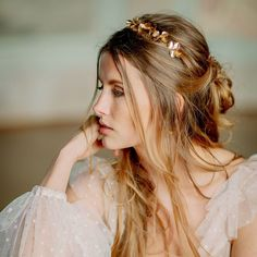 Pretty Hair Color, Pretty Hairstyles, How To Introduce Yourself, Wedding Jewelry, Marie, Make Up, Hoop Earrings, Magnolias, Studios