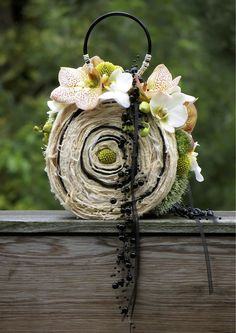 A stylish and refreshing alternative to the original bridal bouquet Created with Bolsa Flora I www.bolsaflora.com