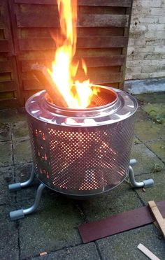 Fire pit made of a washing machine drum and a bath sit stool. Home Fireplace, Fireplaces, Fire Pit Drum, Washing Machine Drum, Rocket Stoves, Rooftop Terrace, Outdoor Living, Outdoor Decor, Outdoor Projects