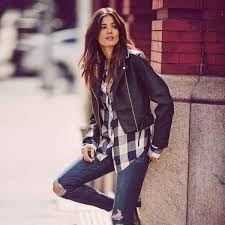camisa para dama a cuadros, con una casaca de cuero y pantalón rasgado en la rodilla #setumismaconopencloset a solo s/. 75.00