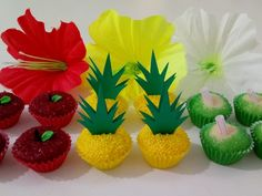 Brigadeiros Tropicais #maçã #abacaxi #coco #festatropical #hawai #praia #surf #MelDoces Aloha Party, Hawaiian Luau Party, Hawaiian Birthday, Moana Birthday, Luau Birthday, Birthday Parties, Moana Party, Moana Theme, Flamingo Party