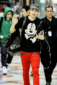 Nichkhun 2PM @ Suvarnabhumi airport back to Korea -140216- (cr: as tagged)