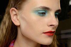 Maquillaje azul como el color del mar: preciosa propuesta de Emanuel Ungaro SS 2015