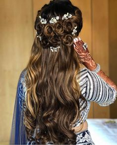 Best Hairstyle For A Wedding, Mehndi And Haldi With Floral - Tikli Loose Braid Hairstyles, Formal Hairstyles For Long Hair, Open Hairstyles, Wedding Hairstyles For Long Hair, Elegant Hairstyles, Indian Hairstyles, Headband Hairstyles, Hairdos, Long Hair Wedding Styles