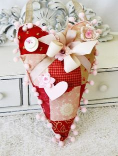 Hanging heart pin cushion by Melissa Phillips ... adorable!