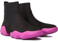 La chaussure montante Dub pour femme affiche des courbes inspirées de la nature et le design souple et sportif d'une basket de ville.