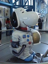 Snoopy The Astraunaut - Kennedy Space Center Visitor Complex, FL Snoopy Comics, Fun Comics, Charlie Brown Christmas, Charlie Brown And Snoopy, Snoopy Love, Snoopy And Woodstock, Cartoon Network Adventure Time, Adventure Time Anime, Snoopy Pictures