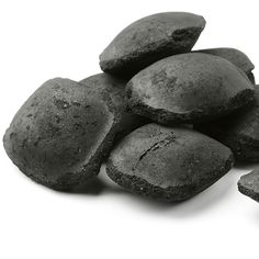 Charcoal for Wasp Stings The pain and swelling of wasp stings are relieved . Wasp Sting Swelling, Bee And Wasp Stings, Home Remedies, Natural Remedies, Lump Charcoal, White Charcoal, Catering, Spiked Eggnog, Charcoal Briquettes