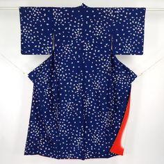 Blue, komon kimono / 細かな独楽(こま)と赤の八掛け地が若々しい小紋 http://www.rakuten.co.jp/aiyama #Kimono #Japan #aiyamamotoya