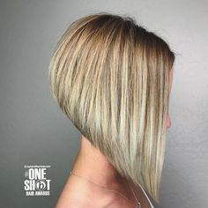 """Gefällt 300 Mal, 1 Kommentare - @bobbedhaircuts auf Instagram: """"Another entry by Emily Anderson, Beautiful lines and extreme angles... love this aline bob !! …"""""""
