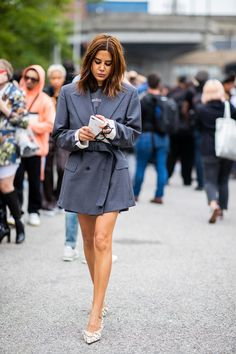 Christine Centenera is seen outside Coach during New York Fashion Week Spring/Summer 2019 on September 2018 in New York City. Get premium, high resolution news photos at Getty Images Diy Fashion, Fashion Looks, Fashion Design, Fashion Tips, Fashion Styles, Rihanna, Christine Centenera, 11. September, Vogue