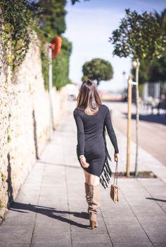 Las chaquetas de cuero han dejado un poquito de lado el rollito biker para pasarse al estilo cowboy. Los flecos o fringes que tanto dieron que hablar a principios de siglo, vuelven a las andadas,  esta vez incluidos en chaquetas cowboy, jerséis de inspiración tribal, y como no… en vestidos. Sexys y divertidos, lisos o estampados con inspiraciones folk, una gran apuesta de Etro, Isabel Marant y Dolce&Gabbana.