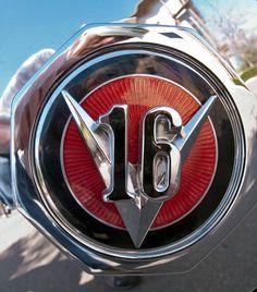 1930 Cadillac V16 Fleetwood Dual Cowl Phaeton Car Badges, Car Logos, Company Badge, Car Bonnet, Detroit Motors, Chariots Of Fire, Car Hood Ornaments, Cadillac Srx, American Classic Cars