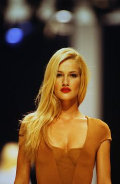 supermodels Karen Mulder / Gainfranco Ferre Runway Show Veronica Lake, Claudia Schiffer, Irina Shayk, Top Models, 90s Party Outfit, 90s Outfit, Original Supermodels, 90s Fashion Grunge, 90s Grunge