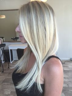 Baby blonde hair with babylights by me Cream Blonde Hair, Baby Blonde Hair, Platinum Blonde Hair, Platinum Highlights, Pink Highlights, Chelsea Ferguson, Cool Baby Stuff, Hair And Nails, Hair Care