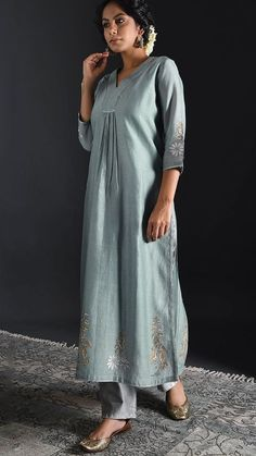 Beautiful Hand made linen-Silk Kurta with embroidery detailing. Salwar Designs, Silk Kurti Designs, Kurta Designs Women, Kurti Designs Party Wear, Blouse Designs, Kurti Embroidery Design, Embroidery Suits, Hijab Stile, Kurta Patterns
