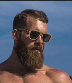 If our list of men before-and-after growing a beard didn't convince you that males look way better with facial hair, this story definitely will. Long Beard Styles, Hair And Beard Styles, Viking Beard Styles, Epic Beard, Sexy Beard, Grey Beards, Long Beards, Short Hair With Beard, Beard Tips