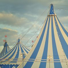 Blue Circus - The Big Top - Blue, white striped tents Circus Art, Circus Theme, Circus Tents, Creepy Circus, Dark Circus, Circus Vintage, Vintage Carnival, Circus Aesthetic, Art Du Cirque