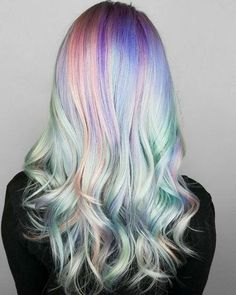 Holographic hair it the latest coloring trend everyone is going wild about. Since the pictures of holographic hair started to appear on Instagram and Pinterest the social media is going crazy about it, and every unicorn in the universe is jealous about. It is easy to see why. Having a holographic hair is like wearing