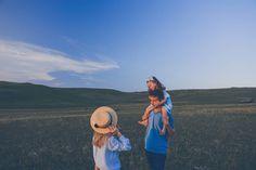 Не ждите, когда придет замечательное мгновение – берите любое мгновенье, и делайте его замечательным.🌿 Фотограф @mashakasilova  #миниесения… Family Photos, Family Pictures, Family Photo, Family Photography, Family Posing