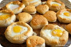 Blog post at A Bird and a Bean :     Baked Egg in a Biscuit. This is an easy brunch idea or a simple breakfast recipe. The look kind of fancy (yeah, I don't get out much[..]