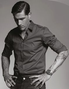 Matthew Fox... I don't care how old you are Matthew.... marry me!!!!!!