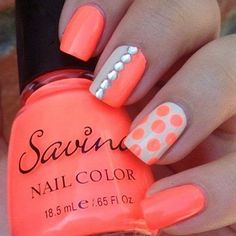 Summer perfect orange polka dots on a nail