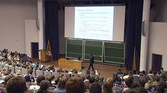 """""""Vrees voor toeloop Nederlandse studenten is ongegrond"""" Door aangekondigde besparingen op Nederlandse studiebeurzen, vrezen Vlaamse universiteiten voor een toeloop van Nederlandse studenten. Vlaams minister van Onderwijs Crevits heeft daarover overleg gepleegd met haar Nederlandse collega."""
