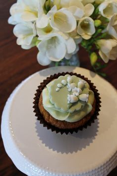 fondant lily of the valley cupcake
