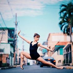 You can dance in the streets, but not as gracefully as these ballet dancers. Lured to the streets by the photographer Omar Z. Robles, they flit around crumbling brickwork strewn and garish graffiti. Street Ballet, Street Dance, Dance Photography Poses, Dance Poses, Sport Photography, Dancers Among Us, Dance Photo Shoot, Female Dancers, Surf
