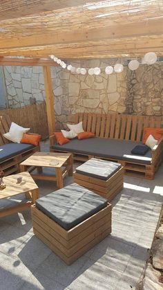 Let's have a distant look of the pergola lounge seating plan. We have got here a couple of wooden pallet couches which are apparently six seater. We have also got a couple of centre and coffee tables made using the pallet planks.