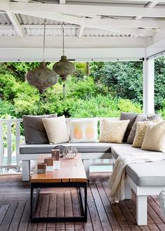 New house beautiful magazine kitchen beams ideas Outdoor Couch, Outdoor Lounge, Outdoor Rooms, Outdoor Living, Outdoor Decor, Lawn Furniture, Outdoor Furniture Sets, Cottage Style Homes, Outdoor Settings