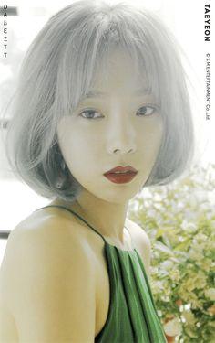 Taeyeon Short Hair, Girls' Generation Tts, Kim Tae Yeon, Snsd, Korean Singer, Girl Group, The Voice, Short Hair Styles, Kpop