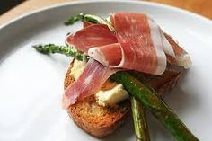 Parmesan pudding on toast with asparagus and prosciutto Lottie & Doof Parmesanpudding auf Toast mit Spargel und Schinken Lottie & Doof Baby Food Recipes, Great Recipes, Favorite Recipes, Healthy Recipes, Prosciutto Asparagus, Asparagus Recipe, Yummy Appetizers, Appetizer Recipes, Parmesan