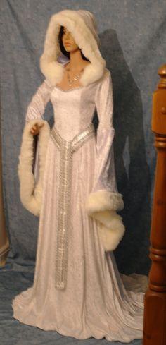 robe médiévale robe renaissance snow queen robe par camelotcostumes