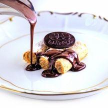 Hogyan készül a túrós rétes? Waffles, Pancakes, Chocolate Fondue, Food, Essen, Waffle, Pancake, Meals, Yemek
