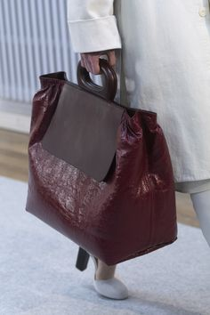 Lemaire at Paris Fashion Week Fall 2019 - Details Runway Photos Popular Handbags, Cheap Handbags, Purses And Handbags, Luxury Handbags, Luxury Purses, Gucci Purses, Leather Purses, Leather Handbags, Leather Bags