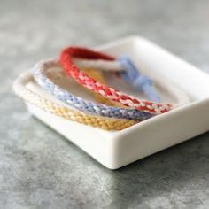 Make some fun and fashionable Ombre Kumihimo Yarn Bracelets!