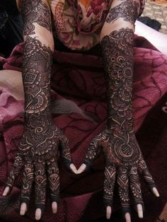 The trend of groom mehndi is taken from India. You people found unique,easy and beautiful Groom Mehndi Designs.