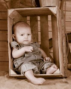 place to buy and sell all things handmade friendship -friendship - Sfeervolle baby- en kinderfotografie door Printeboek Fotografie - Photography Inspiration More neat photo for a baby that can't quite sit up . 3 Month Old Baby Pictures, Baby Boy Pictures, Newborn Pictures, 6 Month Baby Picture Ideas Boy, Country Baby Pictures, Toddler Boy Photography, Newborn Baby Photography, Children Photography, Urban Photography