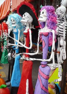 Dia de Muertos - a spooky yet vibrant and colourful Mexican celebration that coincides with All Hallows' Eve. Its runs from Oct 31st to Nov 2nd each year.